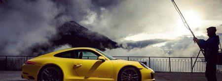 Sarı Porsche Gece Çekimi